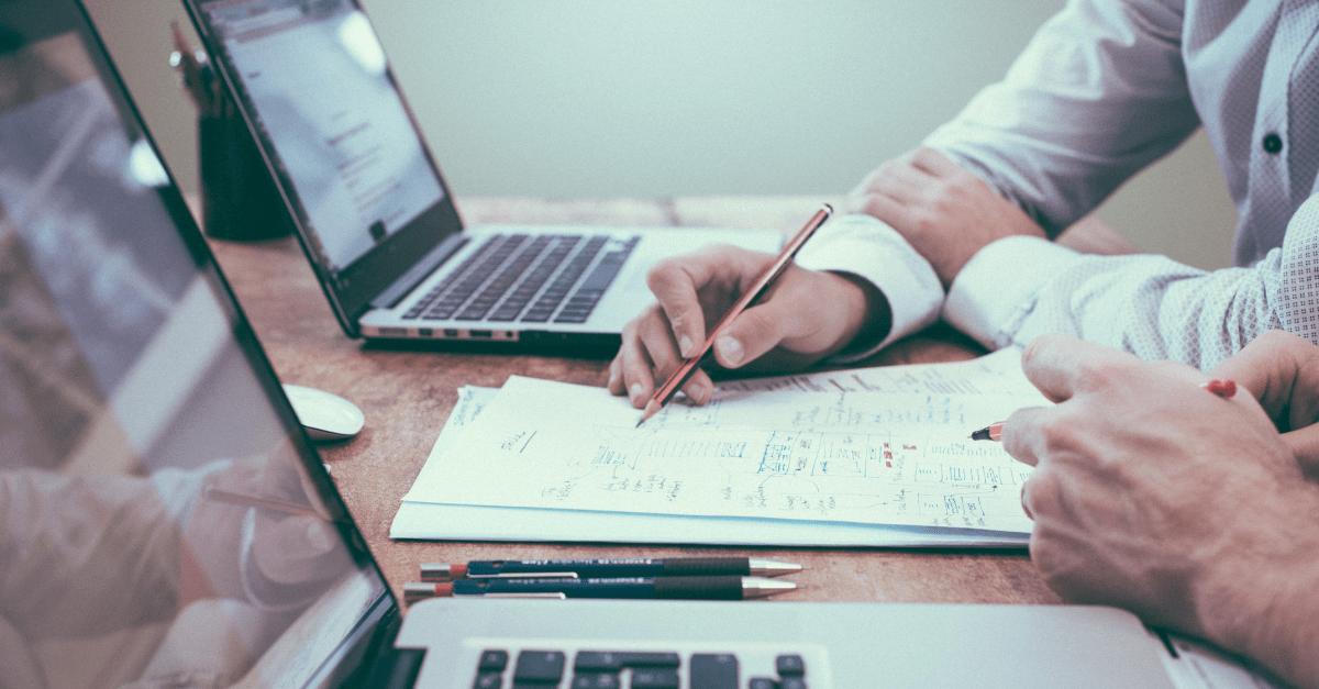 Employés listant l'ensemble des questions à se poser pour changer de logiciel comptable