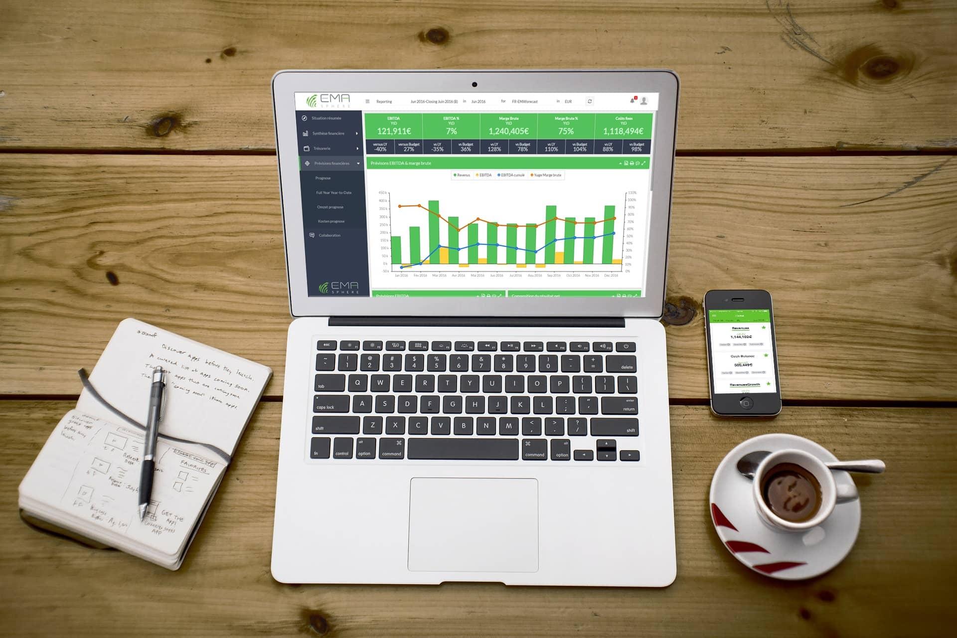 Outil de prévision financière disponible sur ordinateur et smartphone