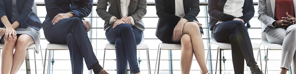 Des candidats patientent pour  passer un entretien pour le poste de CFO