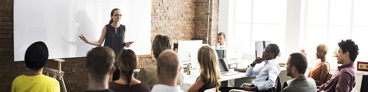 Une CFO fait preuve de leadership face à ses collaborateurs