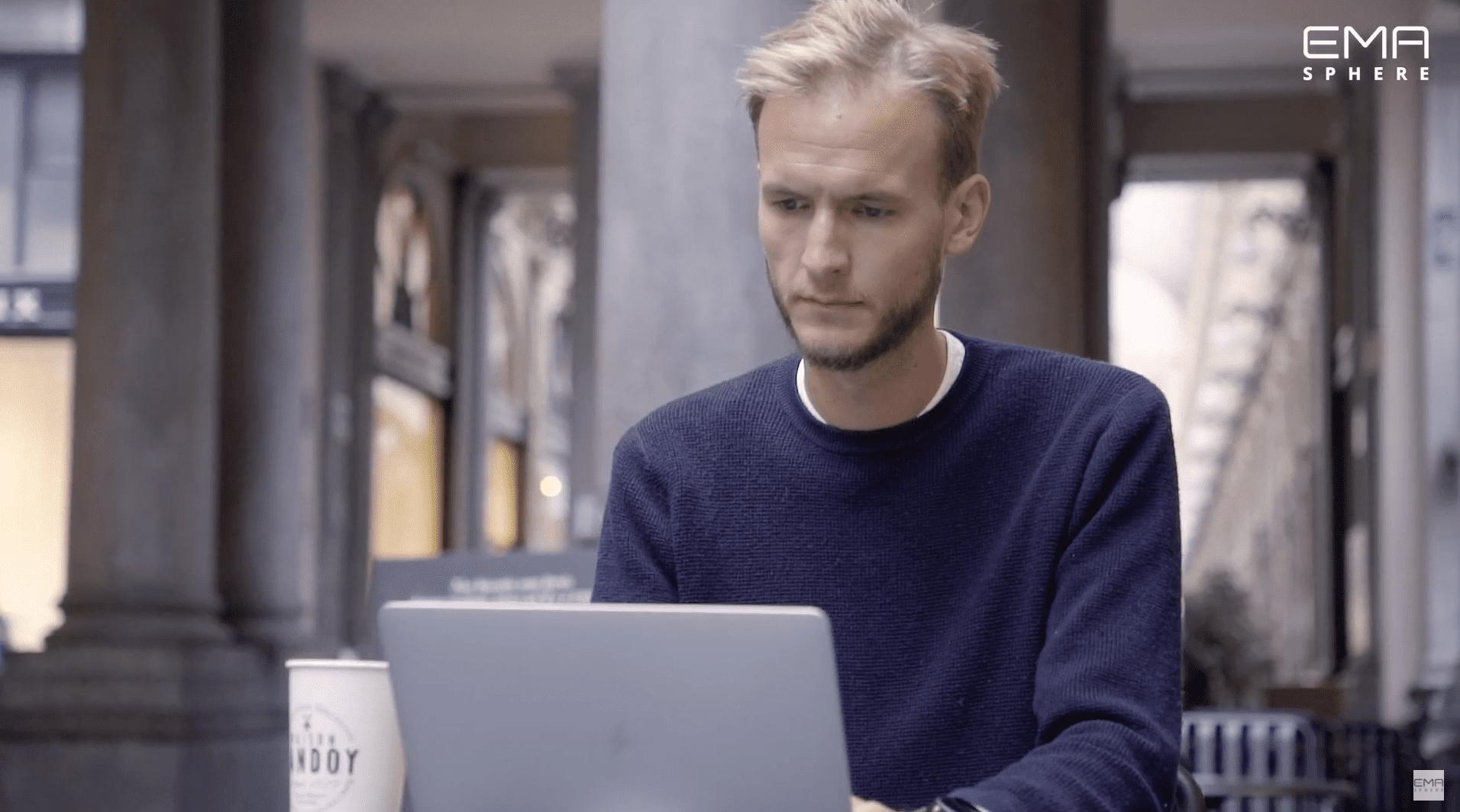 alexandre helson dandoy en train d'utiliser EMAsphere